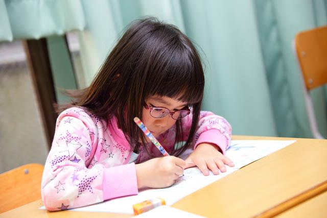【写真】幼児~4年生学習内容の学習の様子