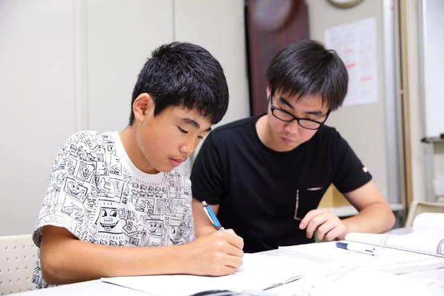 【写真】中学生学習内容の学習の様子